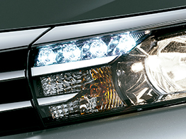 Ópticas delanteras de LED y sistema de luces diurnas (DRL).