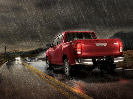 Toyota Hilux En la lluvia